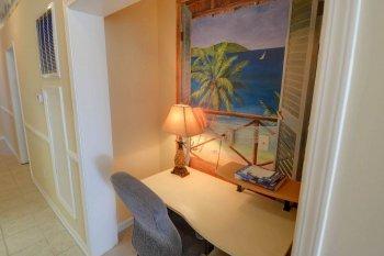 FLR 1: Desk Area
