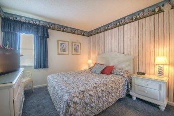 Guest Bedroom 2 - View 2